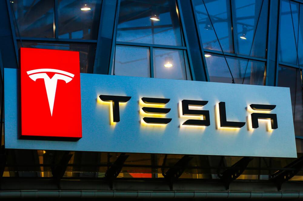 Tesla-Elon-Musk-and-The-New-Cybertruck
