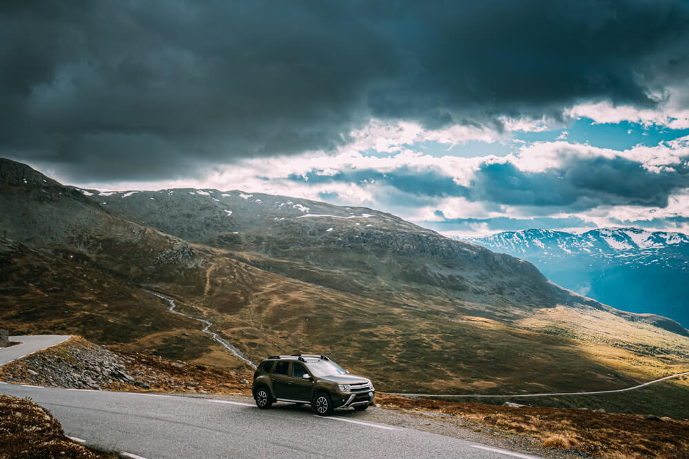SUV by the mountains. - pros and cons of heavier cars